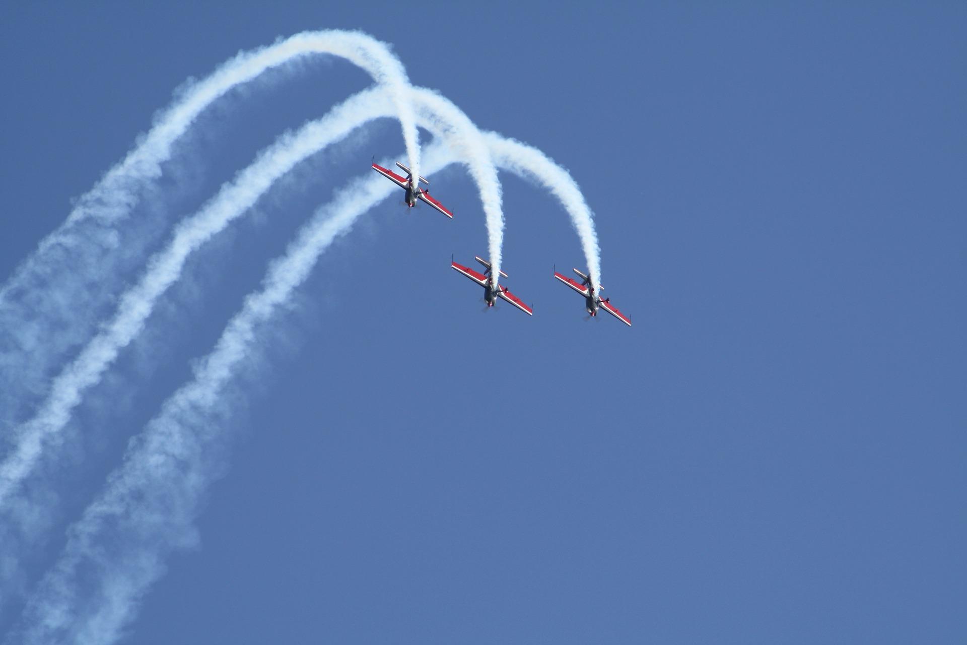 aircraft-1282722_1920.jpg